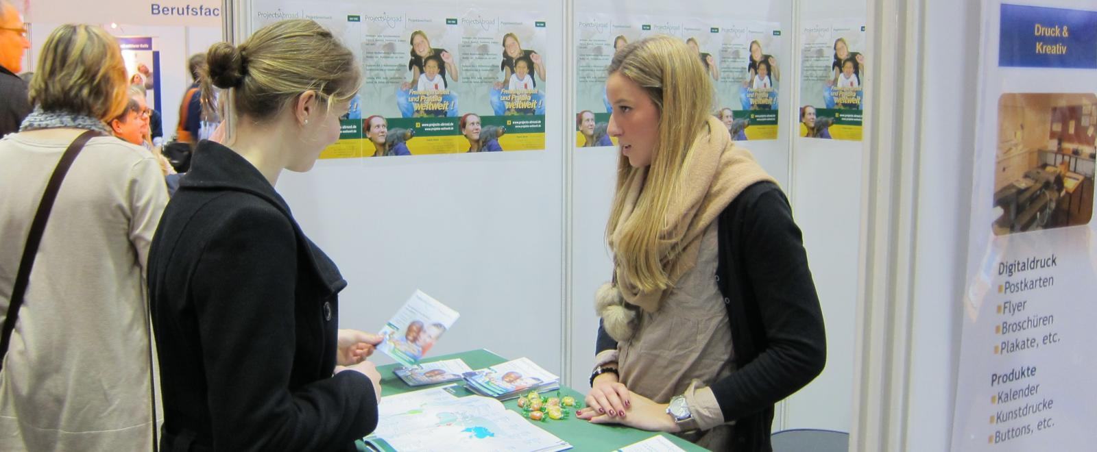 A Projects Abroad staff member chats to a career fair attendant about volunteering abroad.